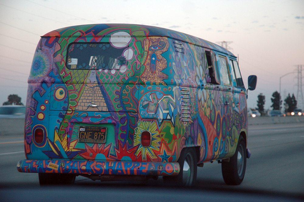 VW_Bus_T1_in_Hippie_Colors_2