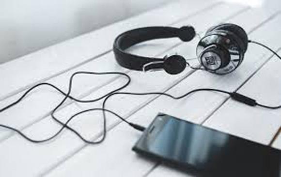 headphonesaugust_edited-2